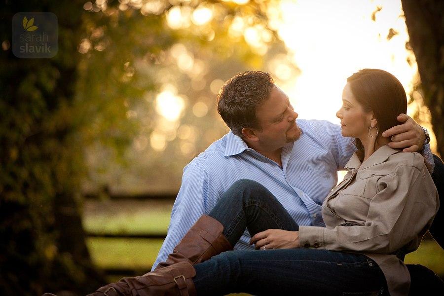 IMAGE: http://www.sarah-slavik.com/blog/11-i/fall-romance.jpg
