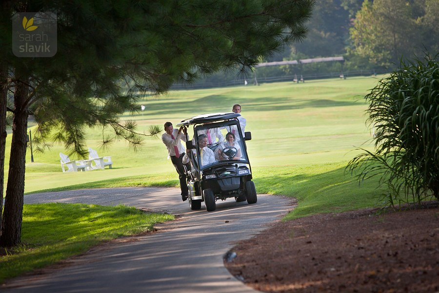Golf course wedding fun
